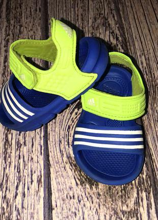 Фирменные босоножки adidas для мальчика, размер 4к, 12 см