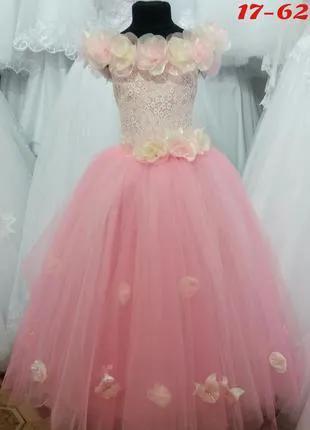 Платье девочке нарядное.