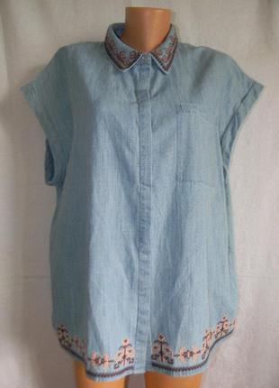 Легкая джинсовая блуза с вышивкой
