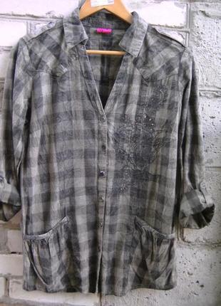 Длинная рубашка, туника в клетку с вышивкой.