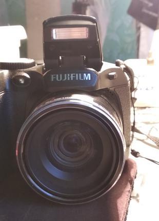 Fujifilm S2980 + 32 Гб микро-сд карта + сумка