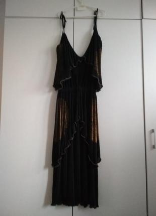 Черное платье, плиссе,в пол с золотым напыление и воланами