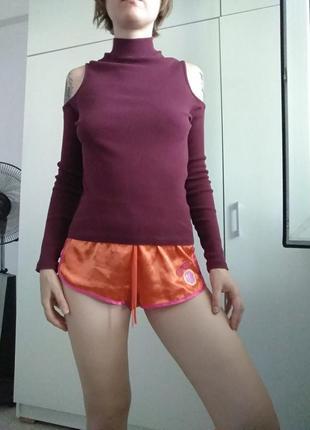 Бардовая  кофта с открытыми плечами