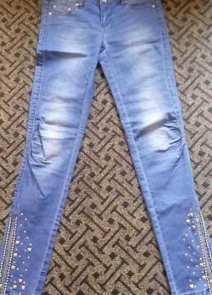 Супер красивые джинсы с заклепками и камнями only