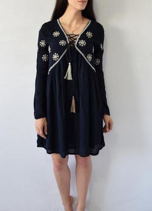 Платье с вышивкой и кисточками atm