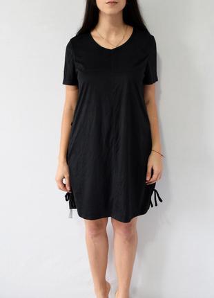 Платье с шнуровкой по бокам