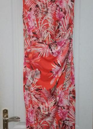 Яркое платье в цветы. с бирками