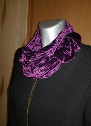Бархатный шарф модного цвета ультрафиолет