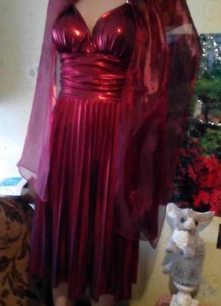 Красивое нарядное платье с шарфиком