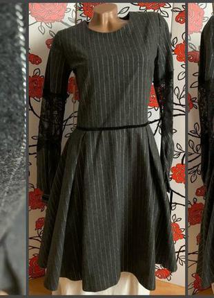 Шерстяное платье с кружевными рукавами 46,48
