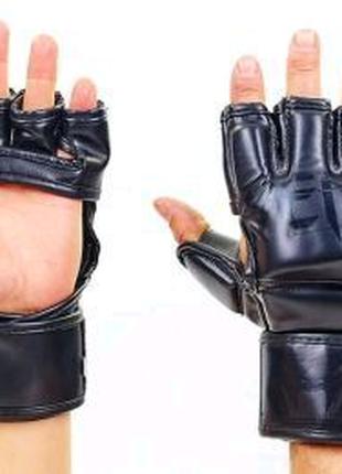 Перчатки Venum для смешанных единоборств.