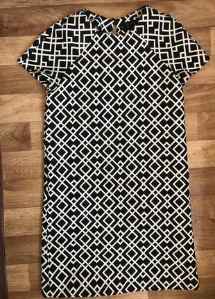 Эффектное черно-белое платье.