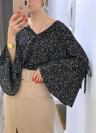 Блузка с клёш - рукавами