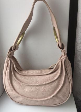 Красивая кожаная сумка нежно-розового цвета