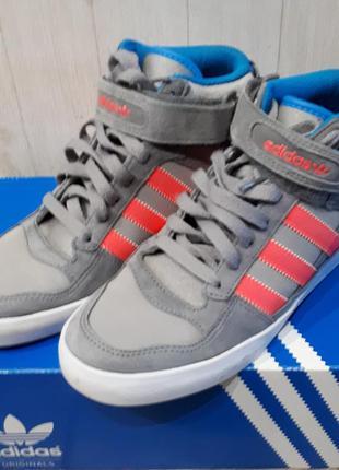 Кроссовки сникерсы adidas. оригинал.