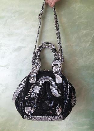 Итальянская нарядная сумка с пайетками анималистический змеины...