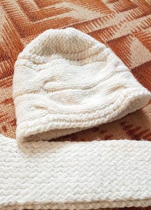 Шапка и шарф белый вязаный