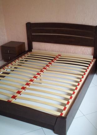 Дерев'яне букове ліжко