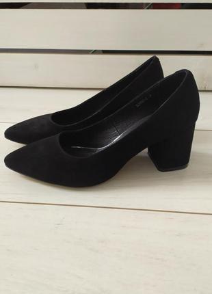 Черные замшевые туфли, каблук 6 см