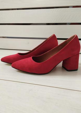 Красные замшевые туфли, каблук 6 см