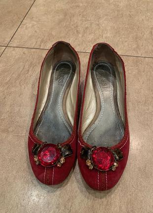 Нарядные замшевые туфли на широкую ногу