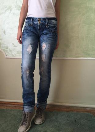 Стильные рваные джинсы размер s
