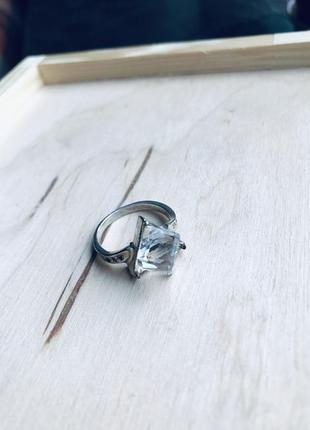 Кольцо серебряное с квадратным камнем