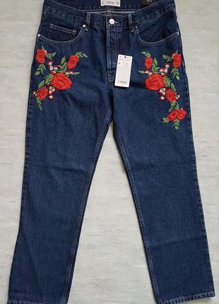 Классные джинсы mango на болтах, с вышивкой