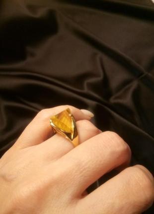 Перстень с желтым кристаллом