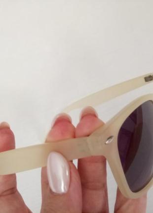 Солнцезащитные очки в роговой оправе