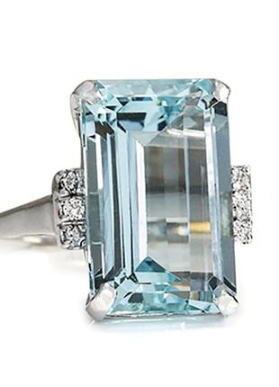 Модное кольцо с голубым камнем