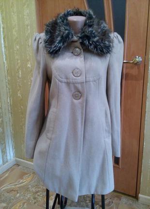 Пальто весеннее кашемировое с меховым воротником на подкладе б...