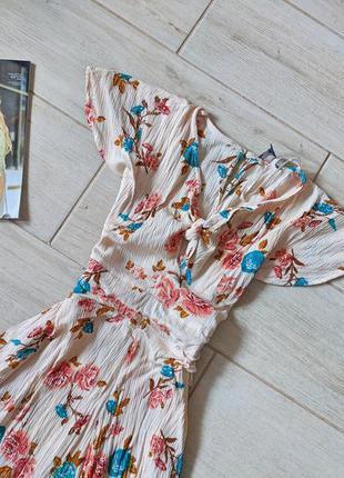 Нежный фактурный ромпер комбинезон шортами в цветочный принт