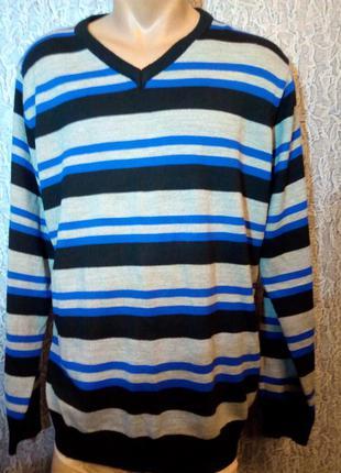 Мягенький мужской свитер.