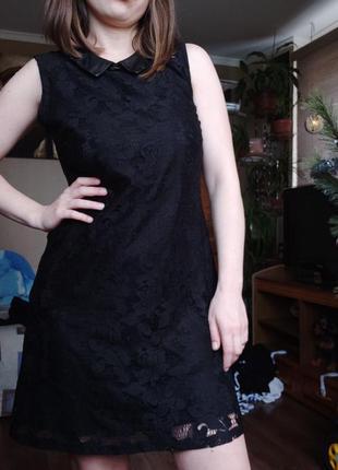 Кружевное платье с кожаным воротничком