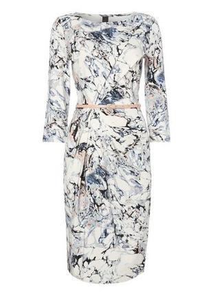 Красивое платье с принтом и корректирующей подкладкой tu