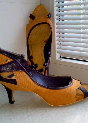Кожаные женские туфли с открытым носком Diesel