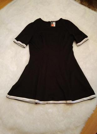 Платье в стиле спорт-шик