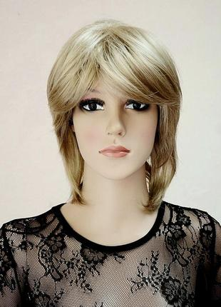 Парик короткий удлиненный пепельный блонд