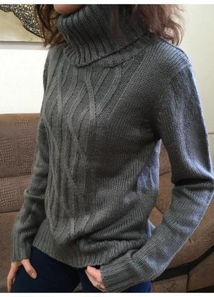 Теплый уютный свитер.