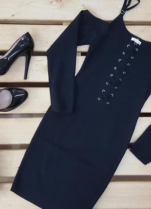 Платье на шнуровке