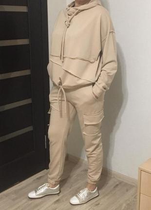 Модный спортивный костюм три цвета