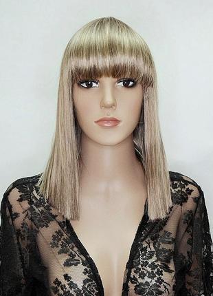 Искусственный парик пепельный блонд мелированный