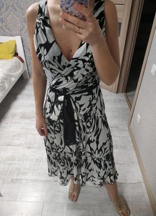 Нежное платье миди в принт верх на запах