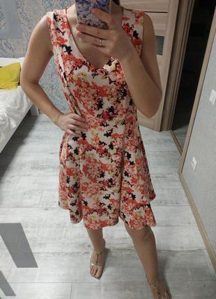 Нежное красивое платье миди в цветы