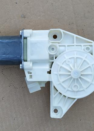 Двигатель стеклоподъемника MERCEDES 176 246 156 A2469065200