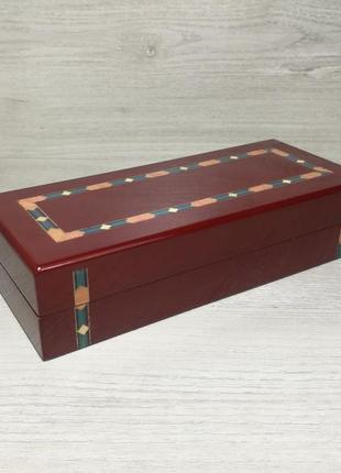 Красива дерев'яна подарункова коробка шкатулка