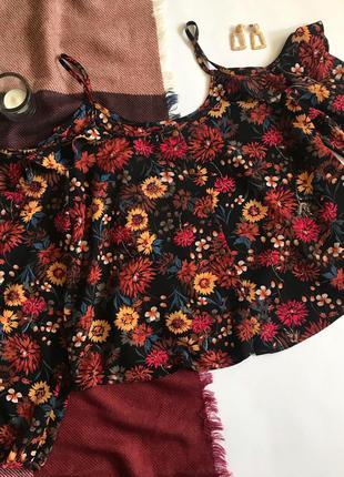 Блуза чёрная с открытыми плечами в цветочный принт primark