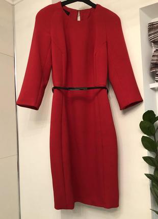Платье-футляр экстремального цвета