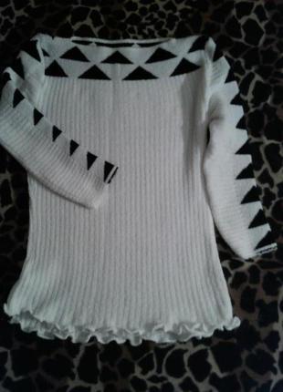 Очень красивый пуловер белый с черными ромбами, р. 36-38